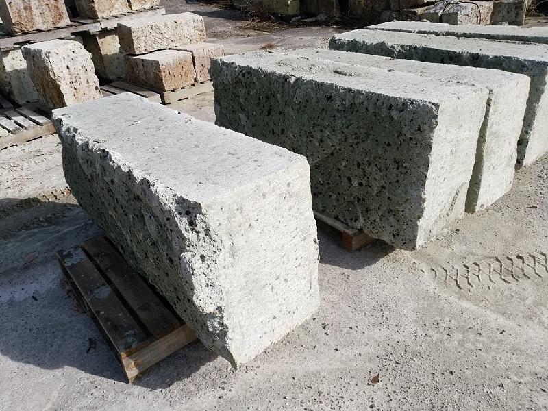 標準サイズ以上の大谷石
