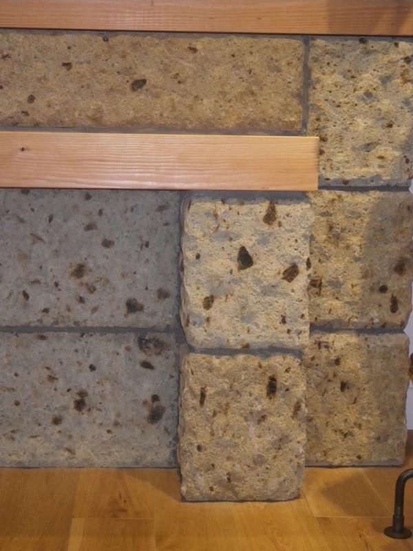 木材と組み合わせた大谷石