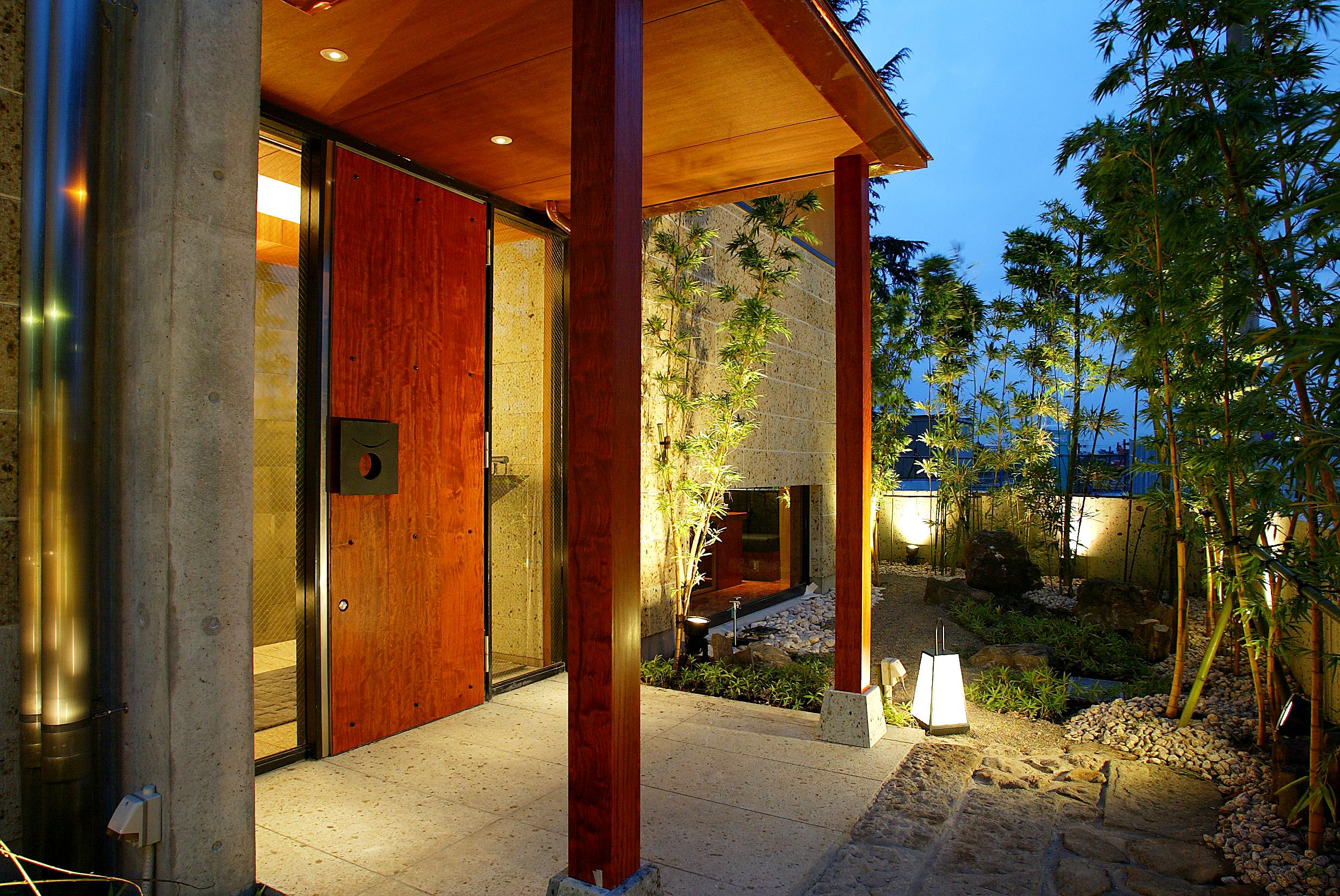 外壁、床にも大谷石を使用しています。