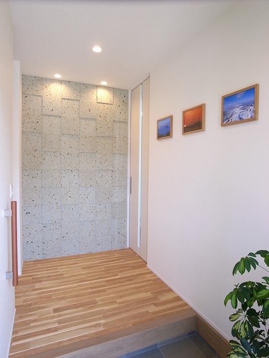 大谷石を展示場やお客様邸にたくさん使って頂いている宇都宮市のランドフォレスト様の施工事例です。