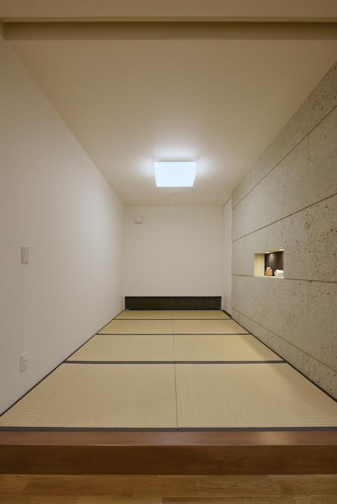 大谷石は洋室にも和室にも合います。 畳と大谷石はいかにも和という感じでぴったりです。
