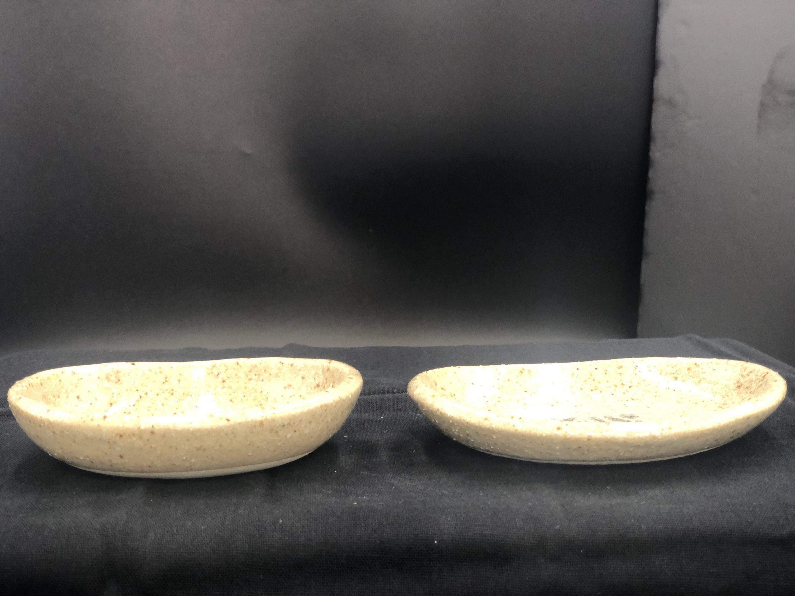 左・薬味入れ  右・楕円小皿