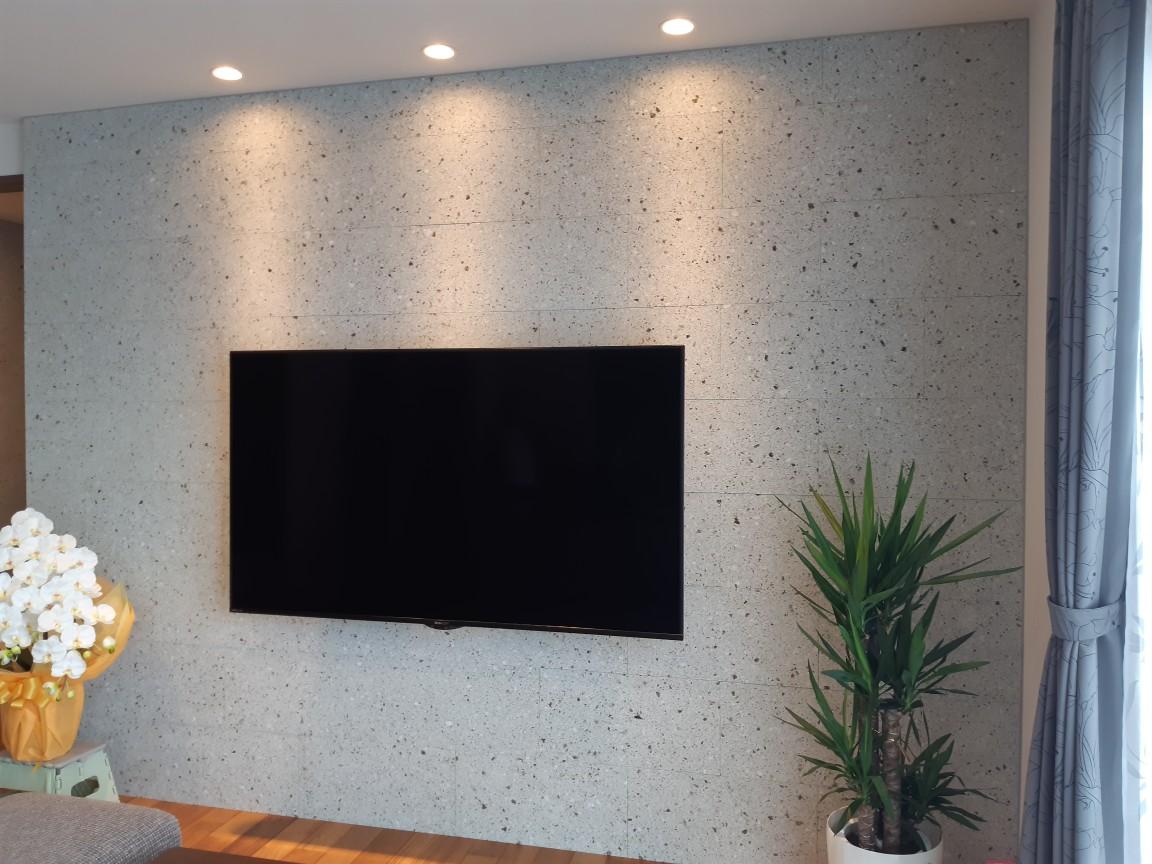 細目ダイヤ挽き 石厚20mm 基本300×600ウマ貼り 玄関ホールとリビングに施工しました。