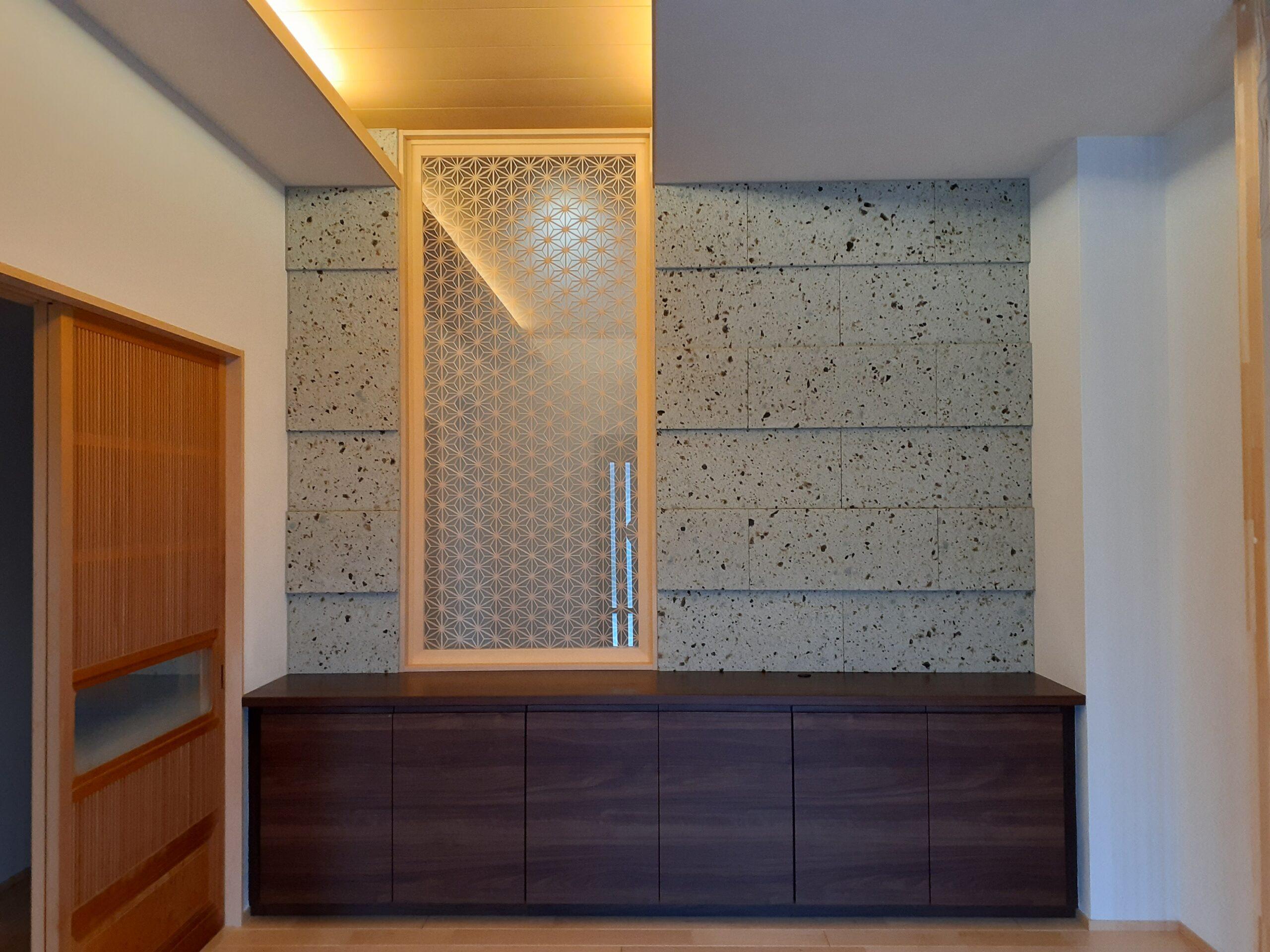 住友林業ホームテック様施工、壬生町K様邸です。玄関ホールとリビングのTV背面に施工しました。